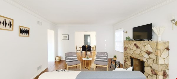 LIGHT AND AIRY NEWLY RENOVATED HOUSE Home Rental in Los Angeles 9 - thumbnail