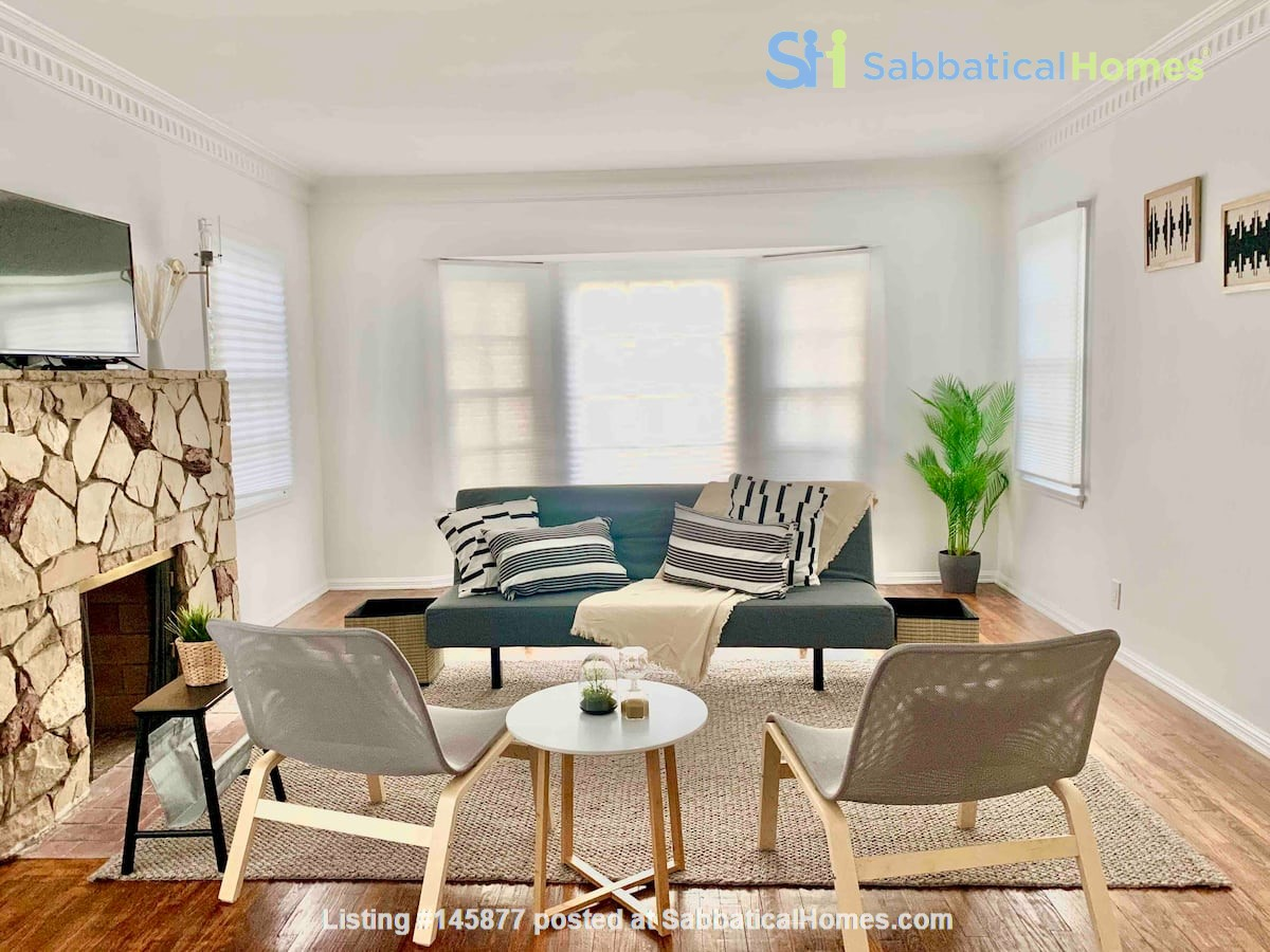 LIGHT AND AIRY NEWLY RENOVATED HOUSE Home Rental in Los Angeles 7