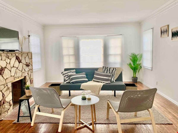 LIGHT AND AIRY NEWLY RENOVATED HOUSE Home Rental in Los Angeles 7 - thumbnail
