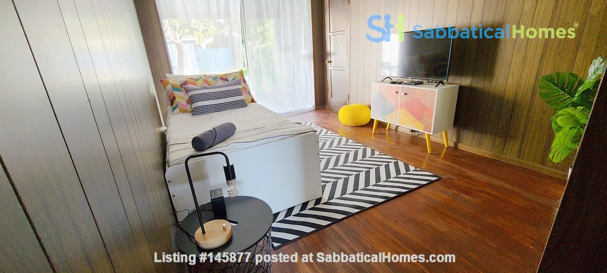 LIGHT AND AIRY NEWLY RENOVATED HOUSE Home Rental in Los Angeles 5