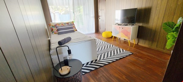 LIGHT AND AIRY NEWLY RENOVATED HOUSE Home Rental in Los Angeles 5 - thumbnail
