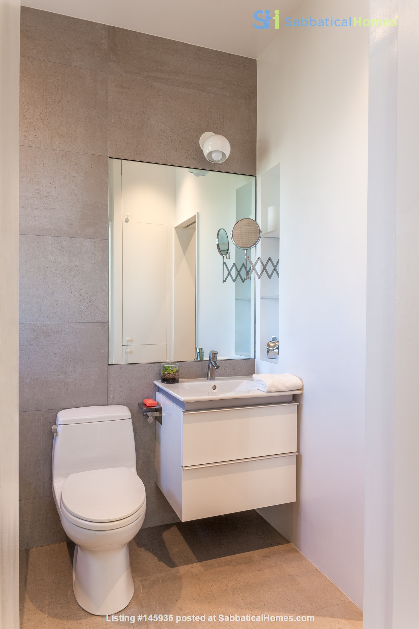 Sunny, Large, Renovated, Quiet, Ample 2BR+Studio/Office in Crown Heights Home Rental in  5