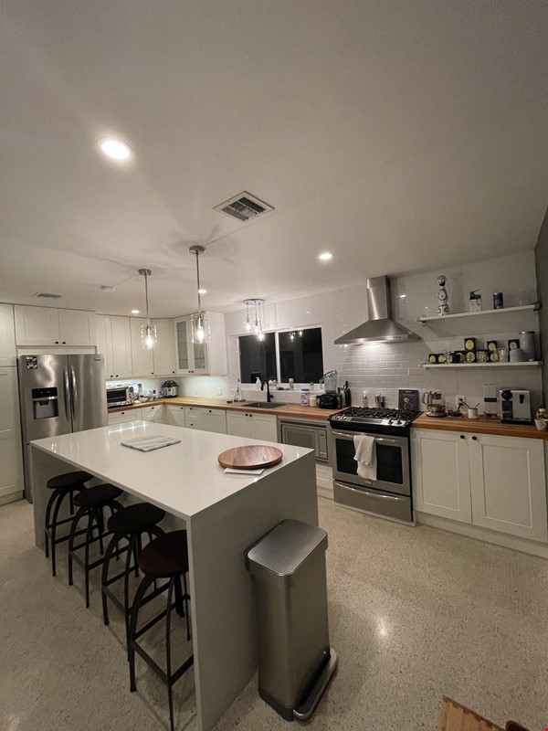 Fort Lauderdale - Completely Remodeled - 5 Minutes From Beach Home Rental in Oakland Park 9 - thumbnail