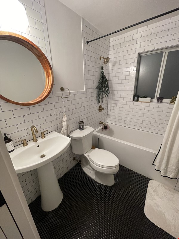 Fort Lauderdale - Completely Remodeled - 5 Minutes From Beach Home Rental in Oakland Park 6 - thumbnail