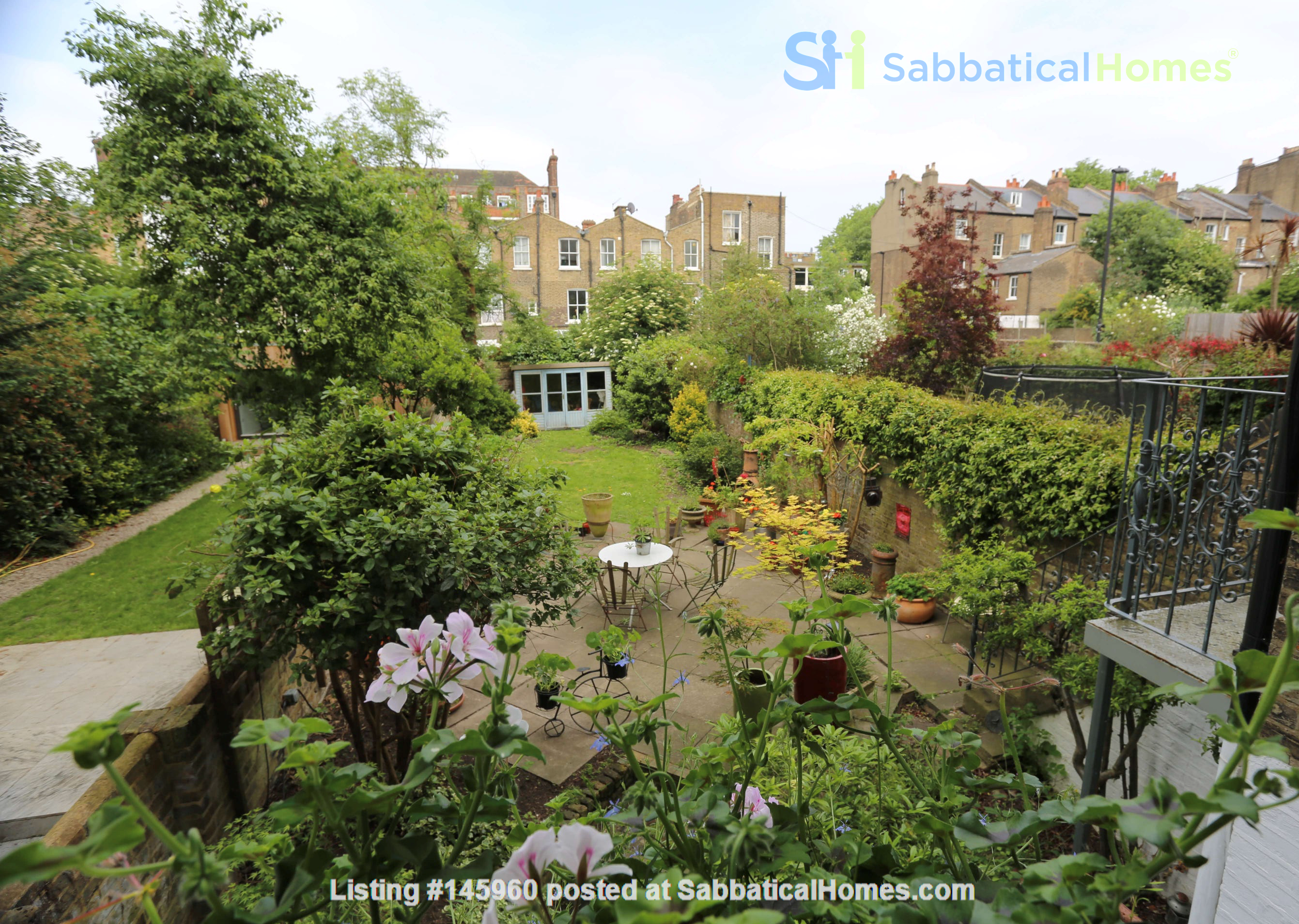 Stunning architectural Victorian family home with 3 bedrooms & large garden Home Rental in  8