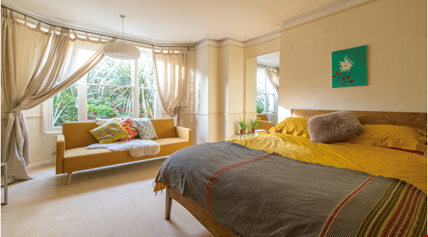 Stunning architectural Victorian family home with 3 bedrooms & large garden Home Rental in  3 - thumbnail