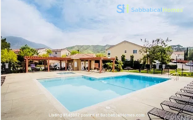 Spacious, Quiet 4 Bedroom Home with Pool & Mountain Views. Pets OK. Home Rental in Los Angeles 6