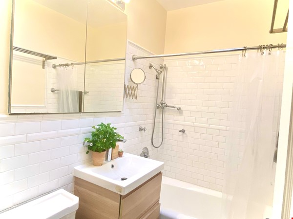Brooklyn Jewel Box 3br/2bth House, Walking Distance to Park/Sunset Pier! Home Exchange in  6 - thumbnail