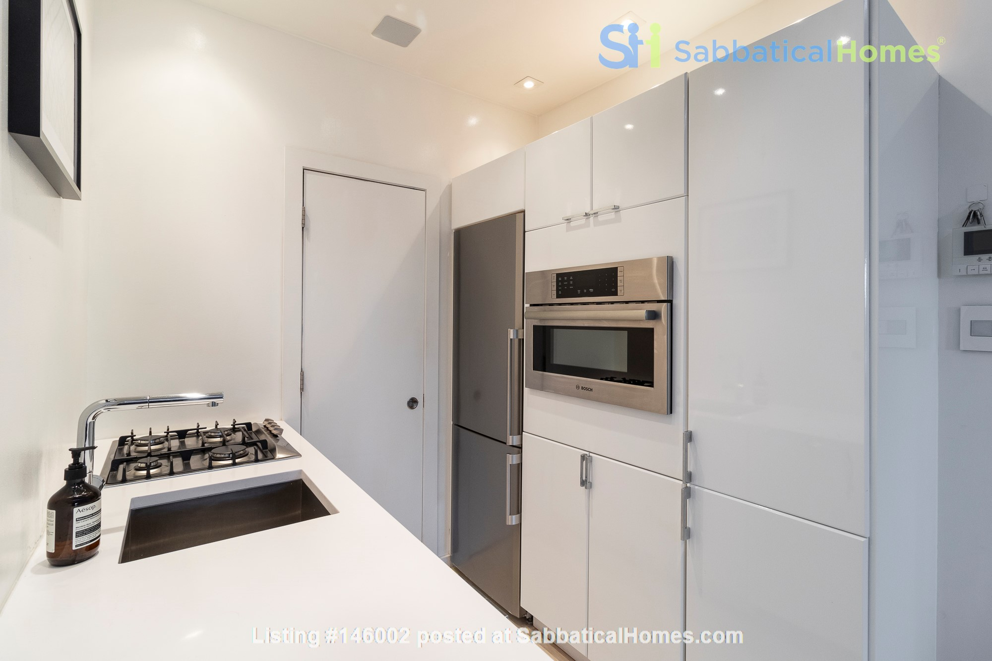 Newly renovated West Village unit in historic building with rooftop Home Rental in New York 3