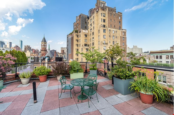 Newly renovated West Village unit in historic building with rooftop Home Rental in New York 7 - thumbnail