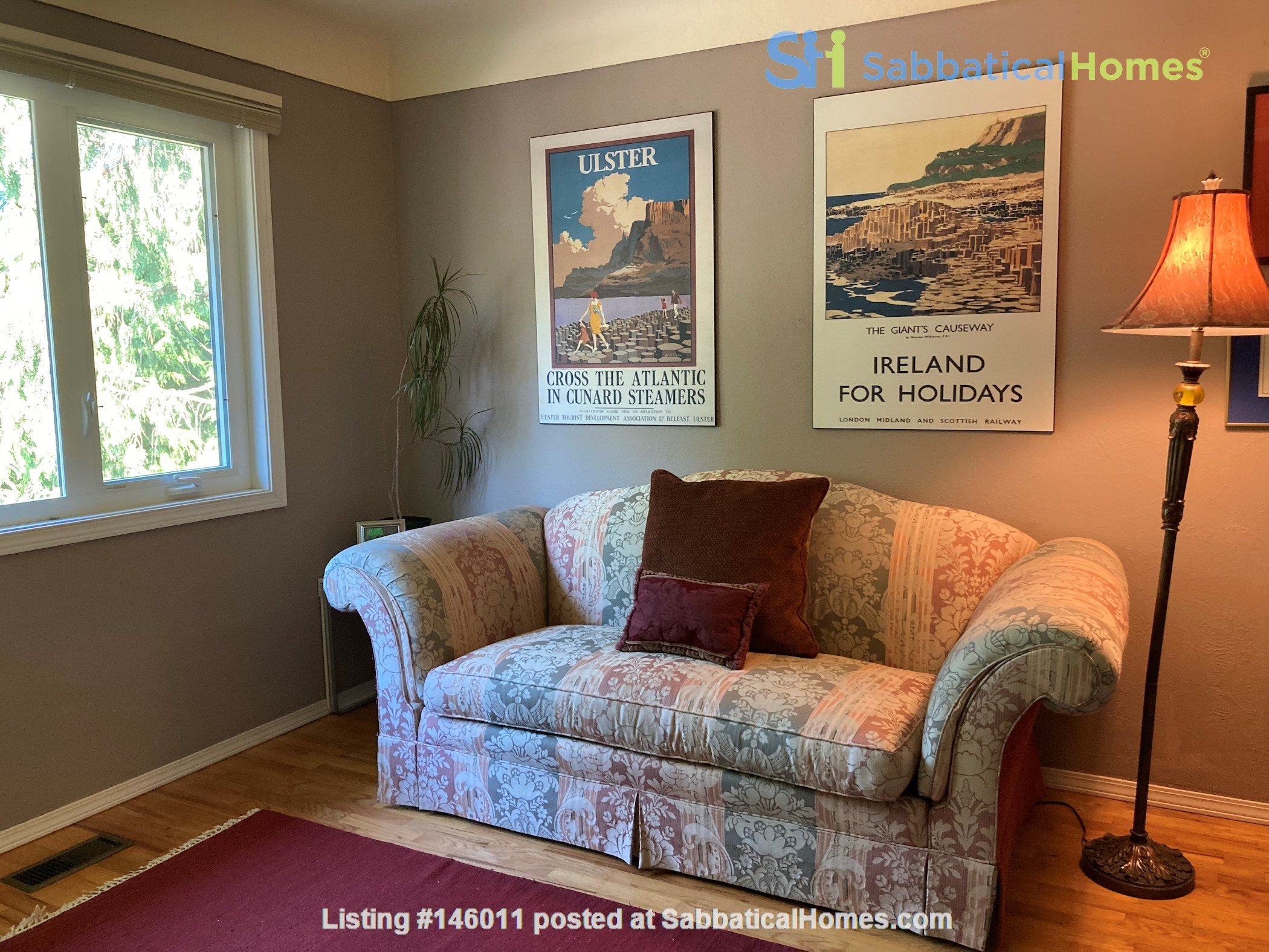 Sunny character home with large deck and yard, near to UVic and beaches Home Rental in Victoria 8