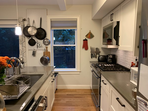 Lovely furnished 2-bedroom with private yard between Harvard and MIT Home Rental in Cambridge 3 - thumbnail