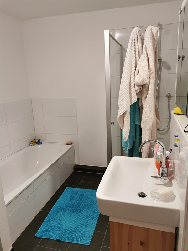 Spacious furnished home for a family in Bonn, near shops and public transit Home Rental in BN 9 - thumbnail