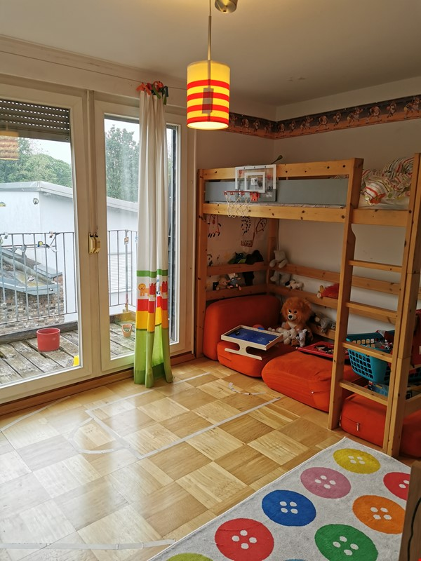 Spacious furnished home for a family in Bonn, near shops and public transit Home Rental in BN 8 - thumbnail