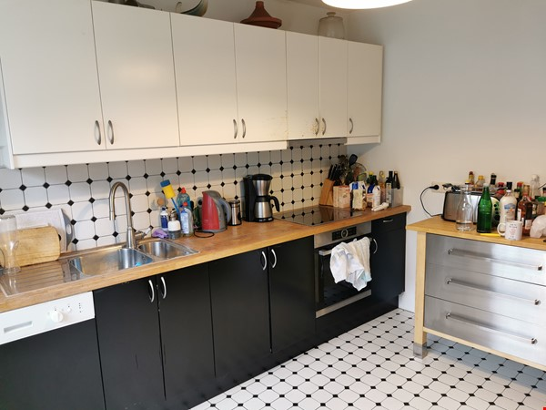 Spacious furnished home for a family in Bonn, near shops and public transit Home Rental in BN 1 - thumbnail