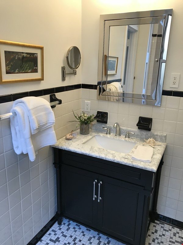 Large, sun-filled 2 bedroom 2 full-bath across from Columbia University Home Rental in New York 5 - thumbnail