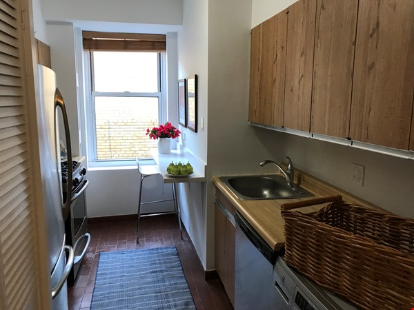 Large, sun-filled 2 bedroom 2 full-bath across from Columbia University Home Rental in New York 4 - thumbnail