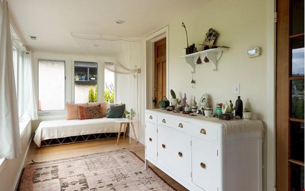 Scandinavian Queen Anne Home Home Rental in Seattle 6 - thumbnail