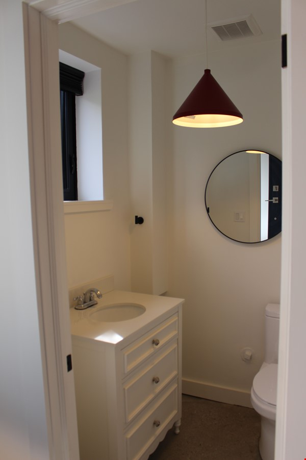 Looking for a beautiful, brand new home near the University of Toronto? Home Rental in Toronto 4 - thumbnail