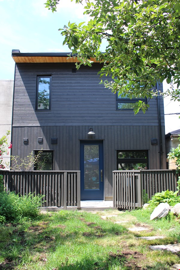 Looking for a beautiful, brand new home near the University of Toronto? Home Rental in Toronto 9 - thumbnail