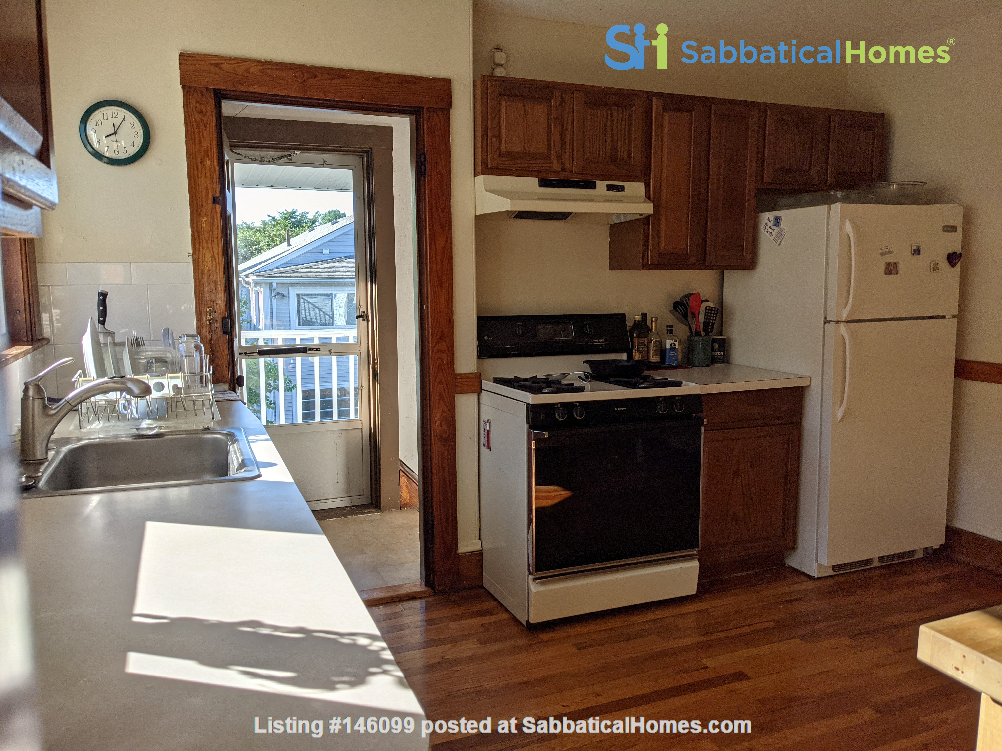 Sunny room in quiet, comfy apartment on the edge of Cambridge. Home Rental in Arlington 3
