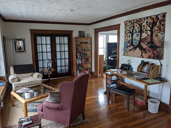 Sunny room in quiet, comfy apartment on the edge of Cambridge. Home Rental in Arlington 6 - thumbnail