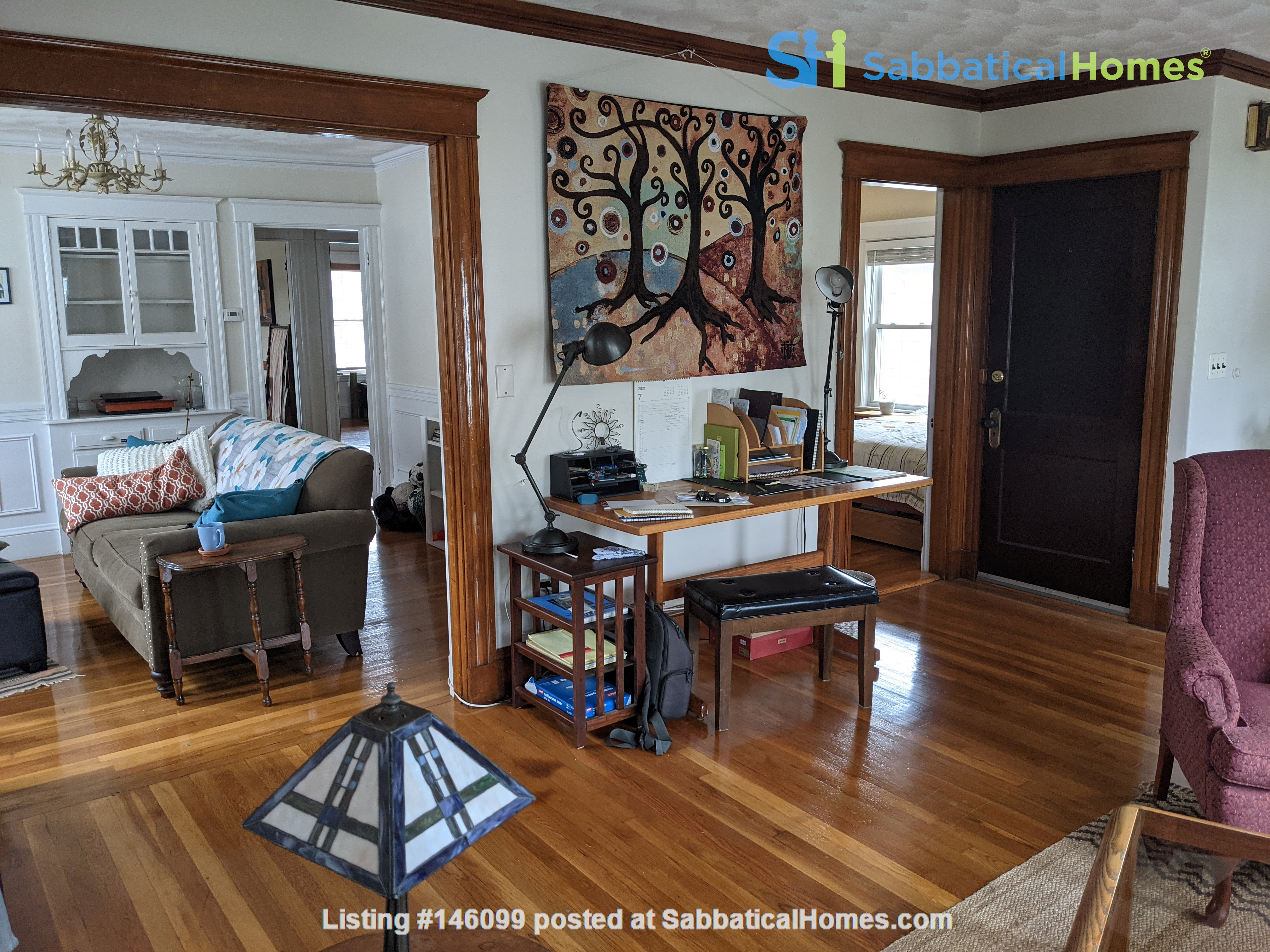 Sunny room in quiet, comfy apartment on the edge of Cambridge. Home Rental in Arlington 5