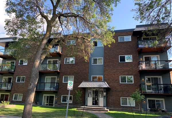 Top corner condo, heart of Old Strathcona. Great space for academic/couple! Home Rental in Edmonton 8 - thumbnail