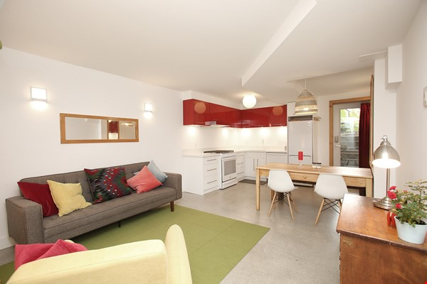 Modern designer space perfect for relaxing and working in! Home Rental in Toronto 0 - thumbnail