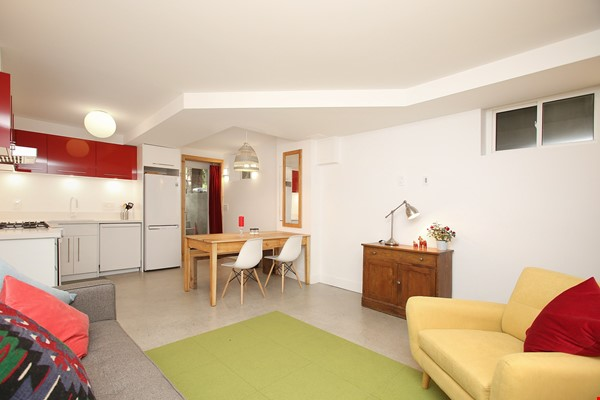 Modern designer space perfect for relaxing and working in! Home Rental in Toronto 4 - thumbnail
