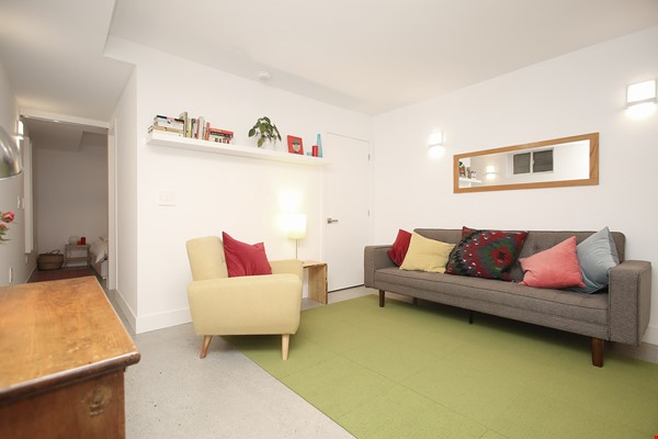 Modern designer space perfect for relaxing and working in! Home Rental in Toronto 3 - thumbnail