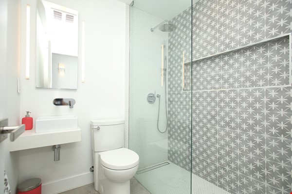 Modern designer space perfect for relaxing and working in! Home Rental in Toronto 7 - thumbnail