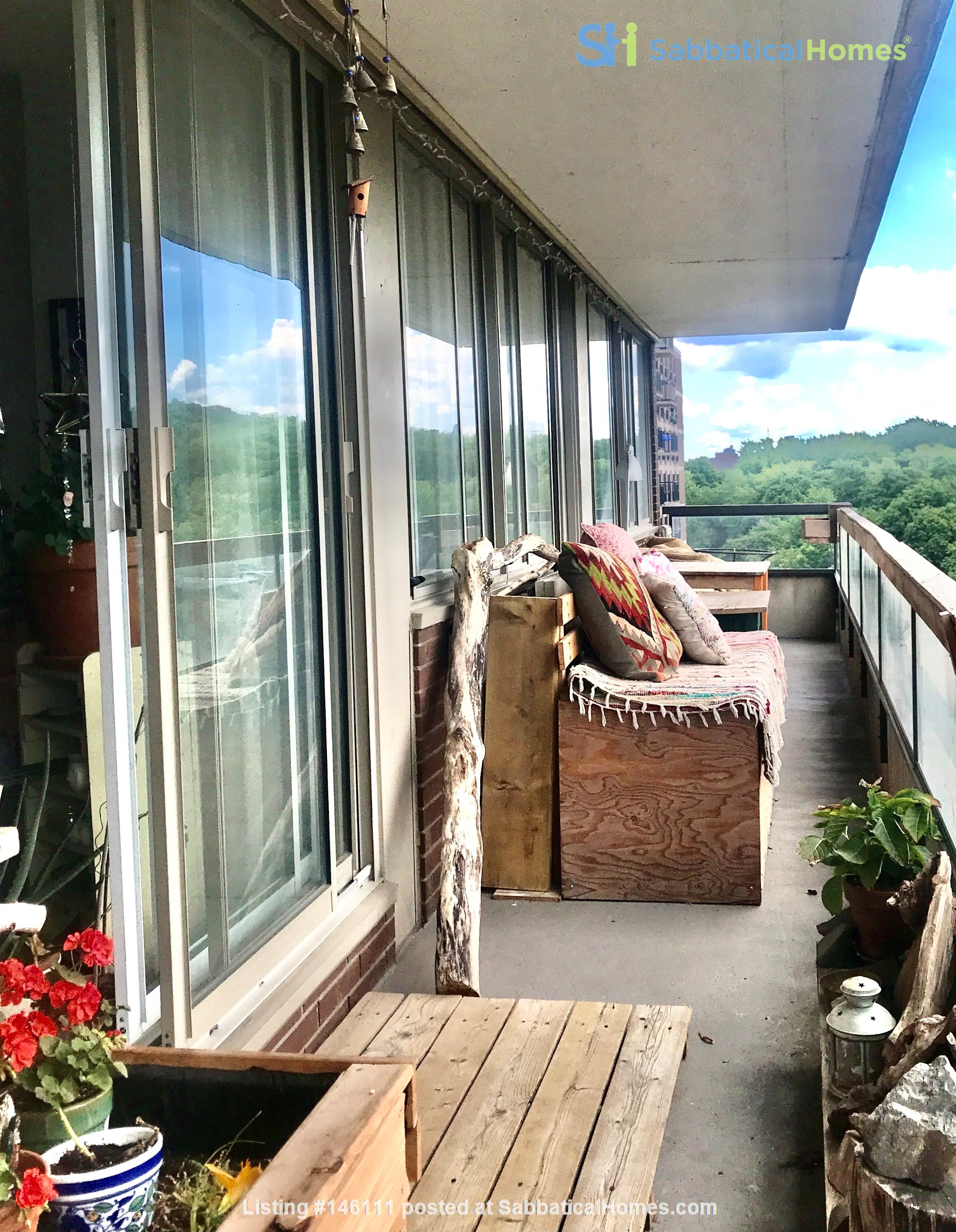Sunniest nest in heart of Montreal /2 bedrooms Home Exchange in Montréal 7