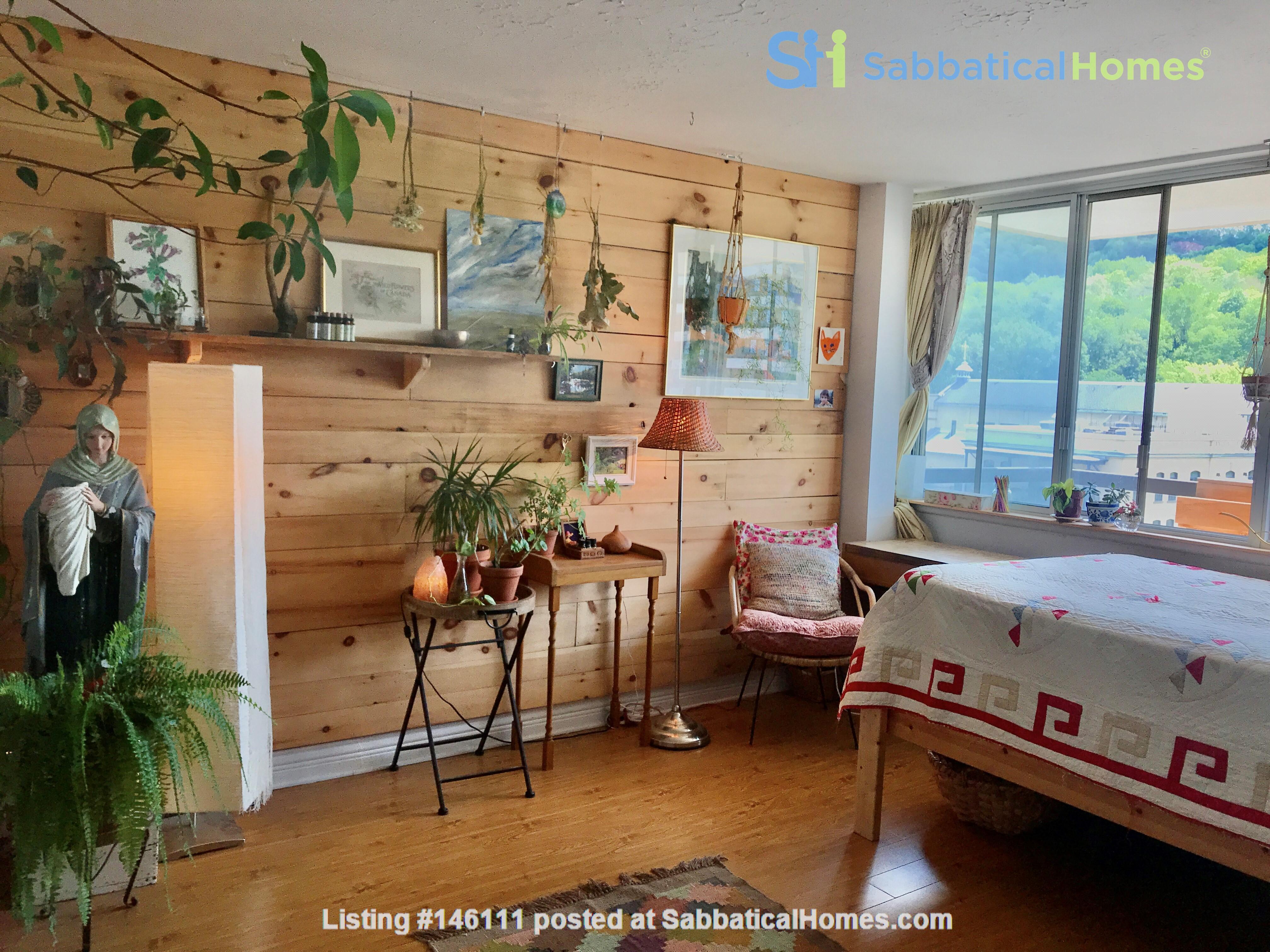 Sunniest nest in heart of Montreal /2 bedrooms Home Exchange in Montréal 2