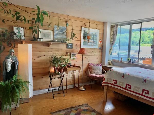 Sunniest nest in heart of Montreal /2 bedrooms Home Exchange in Montréal 2 - thumbnail
