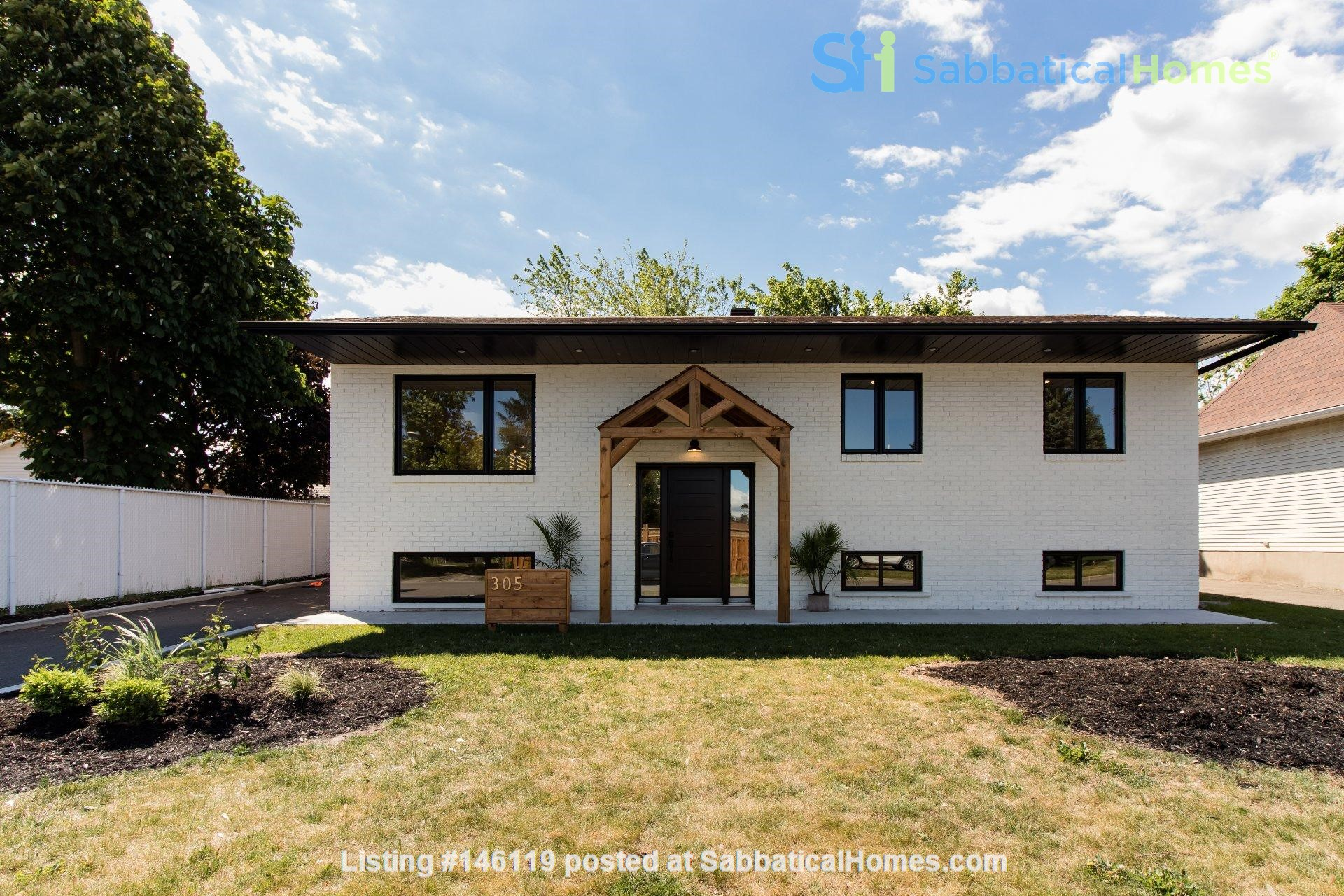 Brand new split level house in a quiet suburb 20 mins from Montreal Home Exchange in La Prairie 0