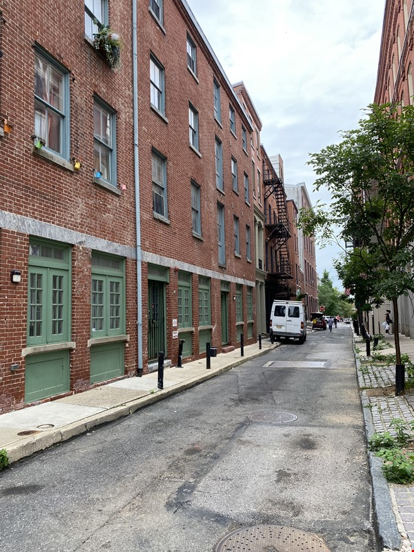 Spacious Old City 1 bedroom available Aug 1 -a city oasis! Home Rental in Philadelphia 9 - thumbnail