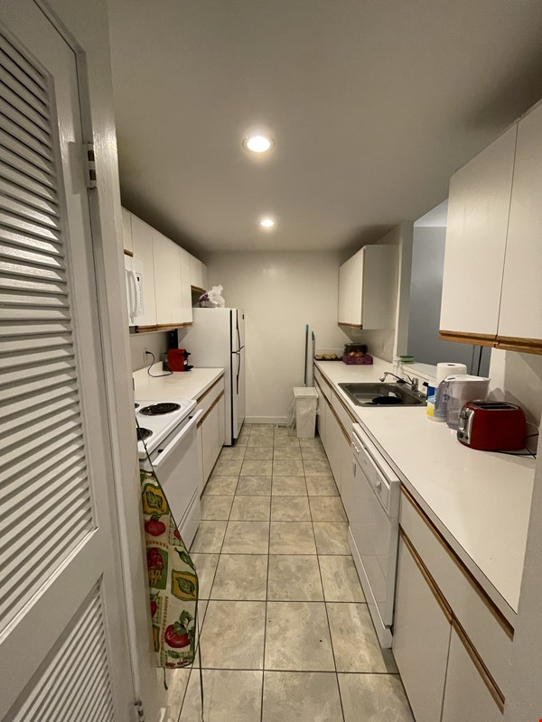 Spacious Old City 1 bedroom available Aug 1 -a city oasis! Home Rental in Philadelphia 6 - thumbnail