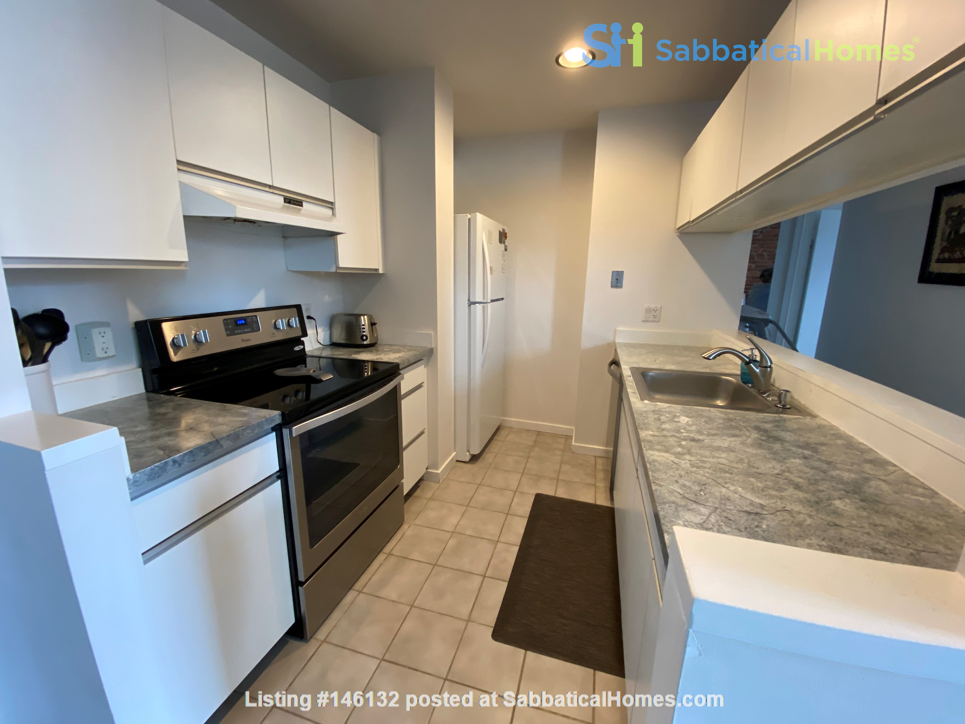 Sunny and bright old city 2 bedroom - near everything! Home Rental in Philadelphia 3