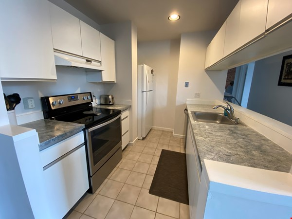 Sunny and bright old city 2 bedroom - near everything! Home Rental in Philadelphia 3 - thumbnail