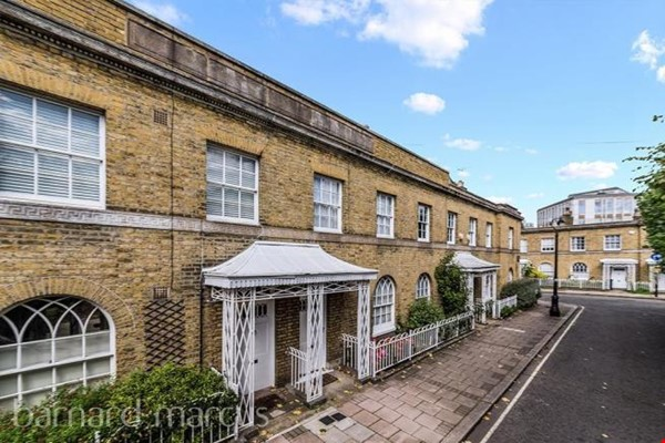 A bright, beautiful house on the cutest square in Kennington! Home Rental in  6 - thumbnail