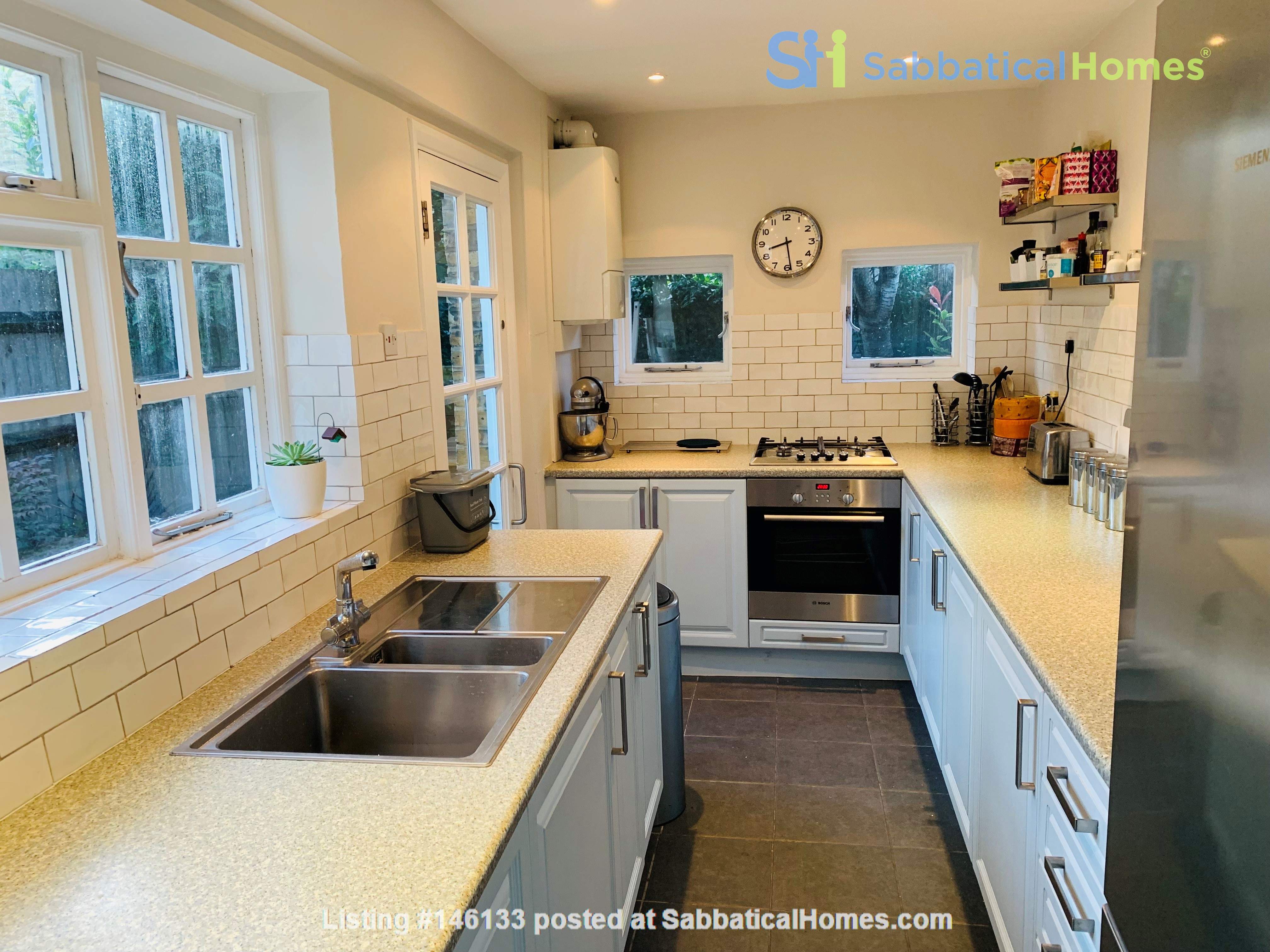 A bright, beautiful house on the cutest square in Kennington! Home Rental in  4