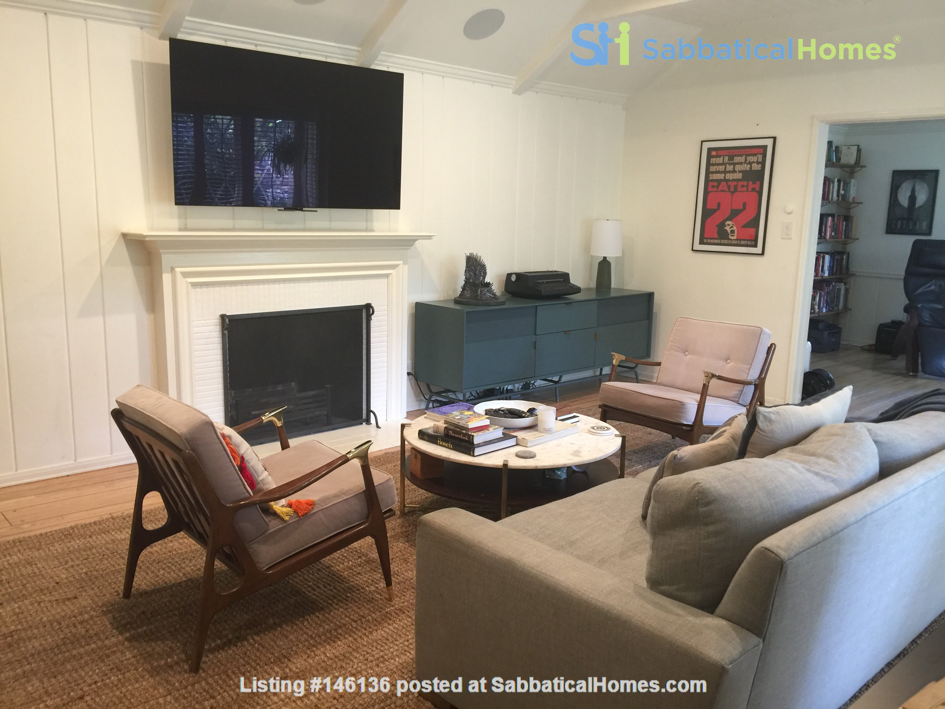 Charming storybook home with great location and pool Home Rental in Los Angeles 4