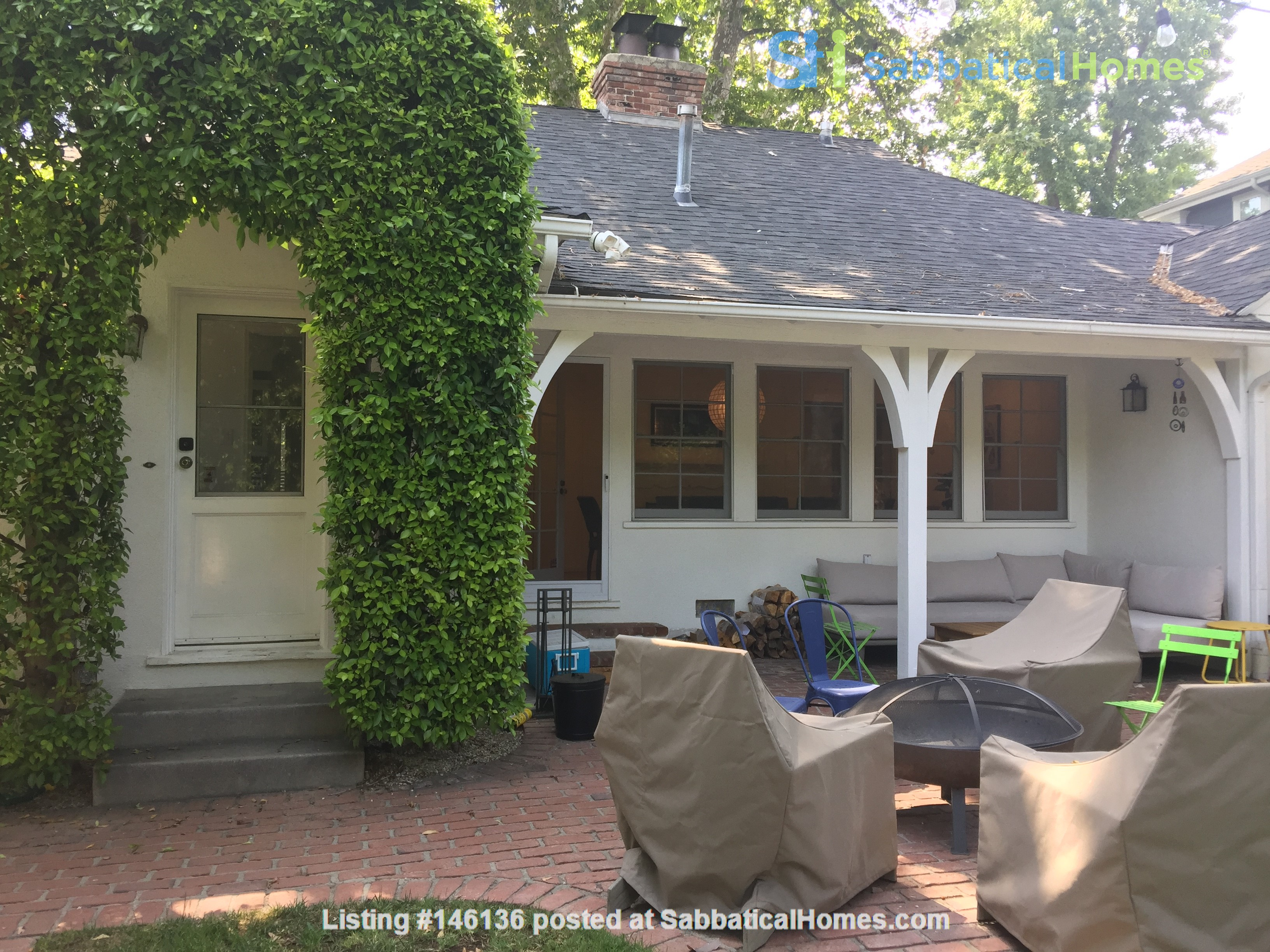 Charming storybook home with great location and pool Home Rental in Los Angeles 2