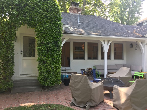 Charming storybook home with great location and pool Home Rental in Los Angeles 2 - thumbnail