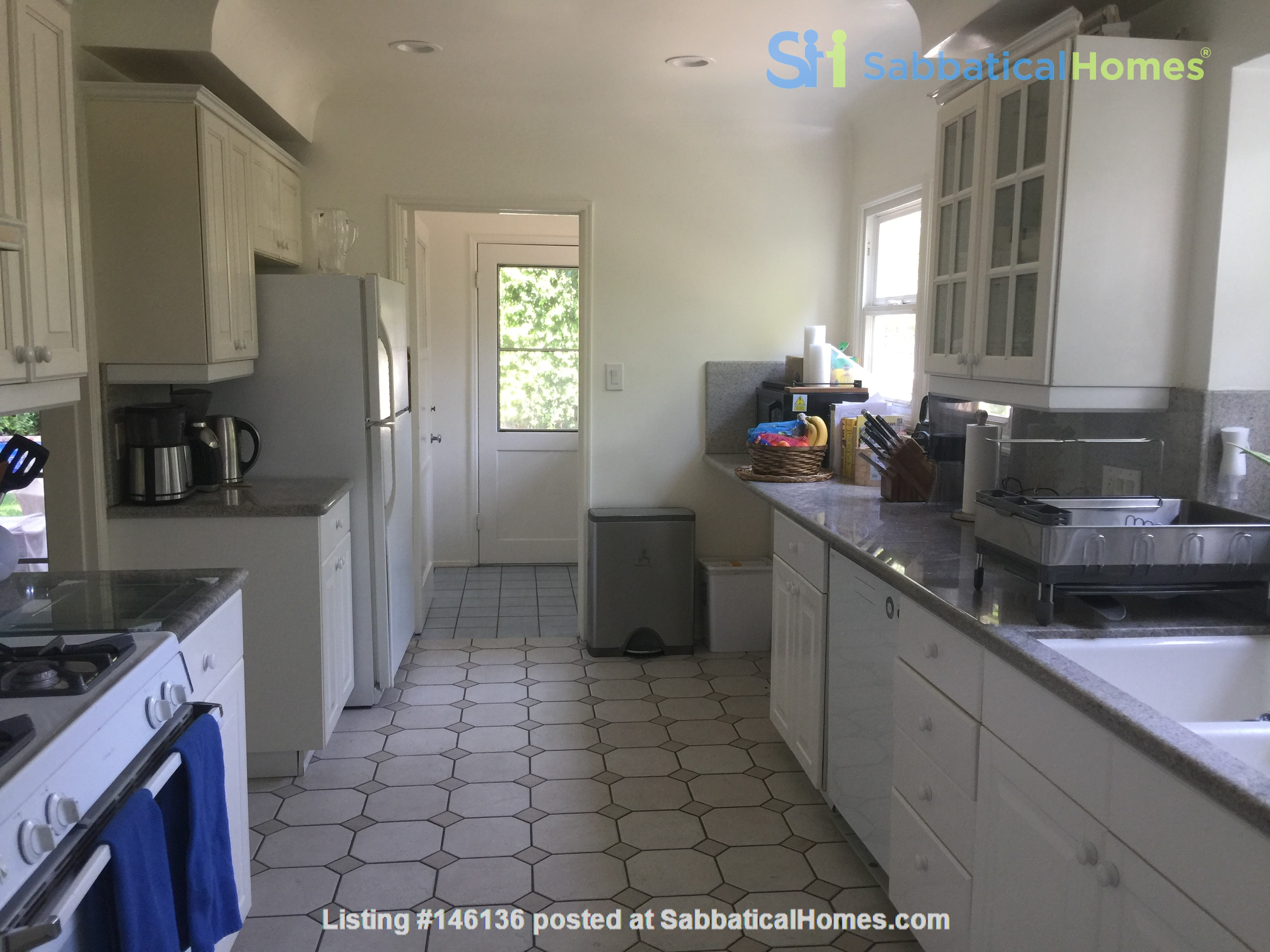 Charming storybook home with great location and pool Home Rental in Los Angeles 9