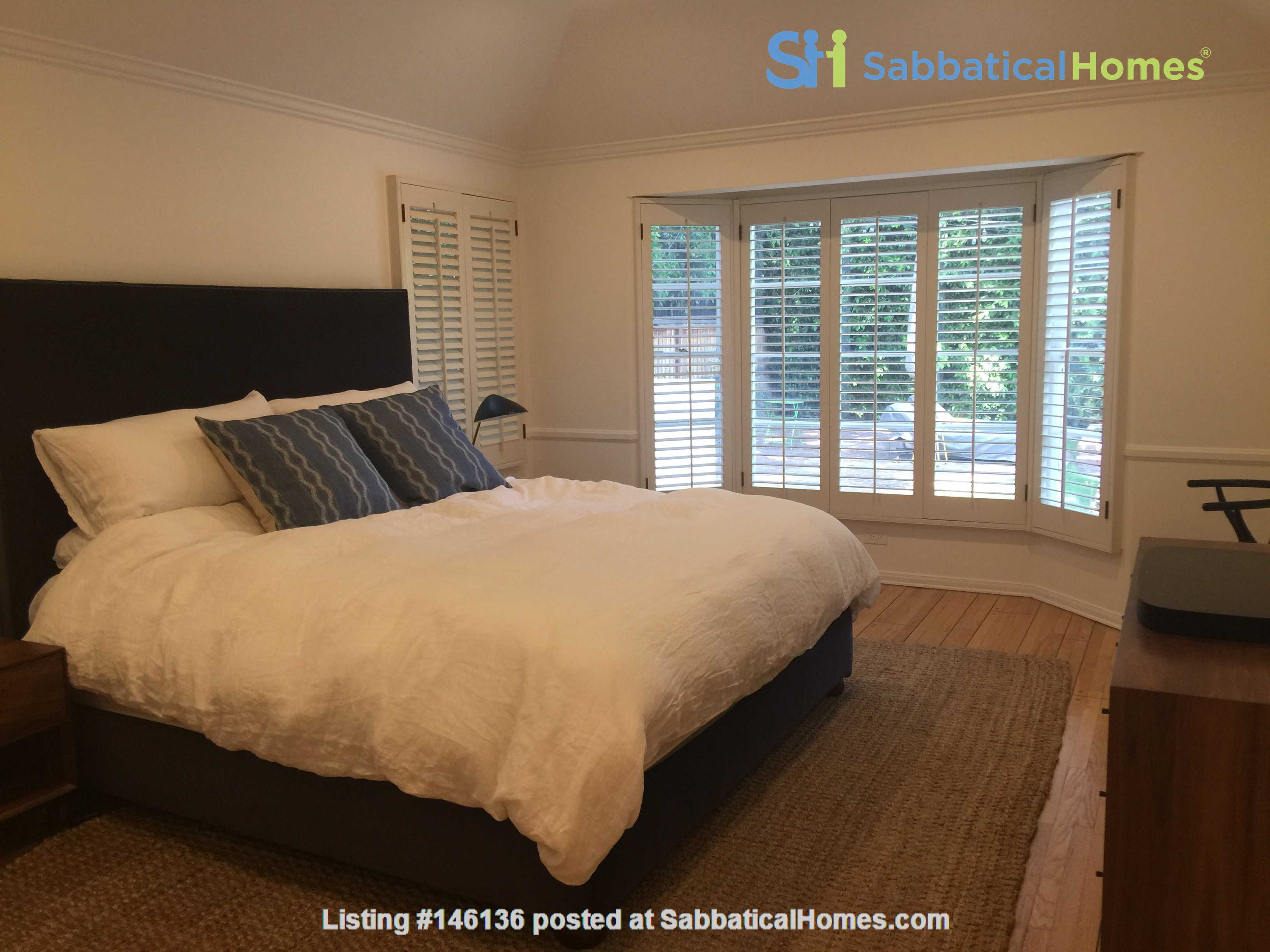Charming storybook home with great location and pool Home Rental in Los Angeles 5