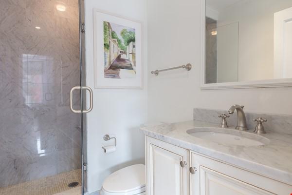 Beautiful, spacious 2-bedroom Back Bay apartment Home Rental in Boston 9 - thumbnail