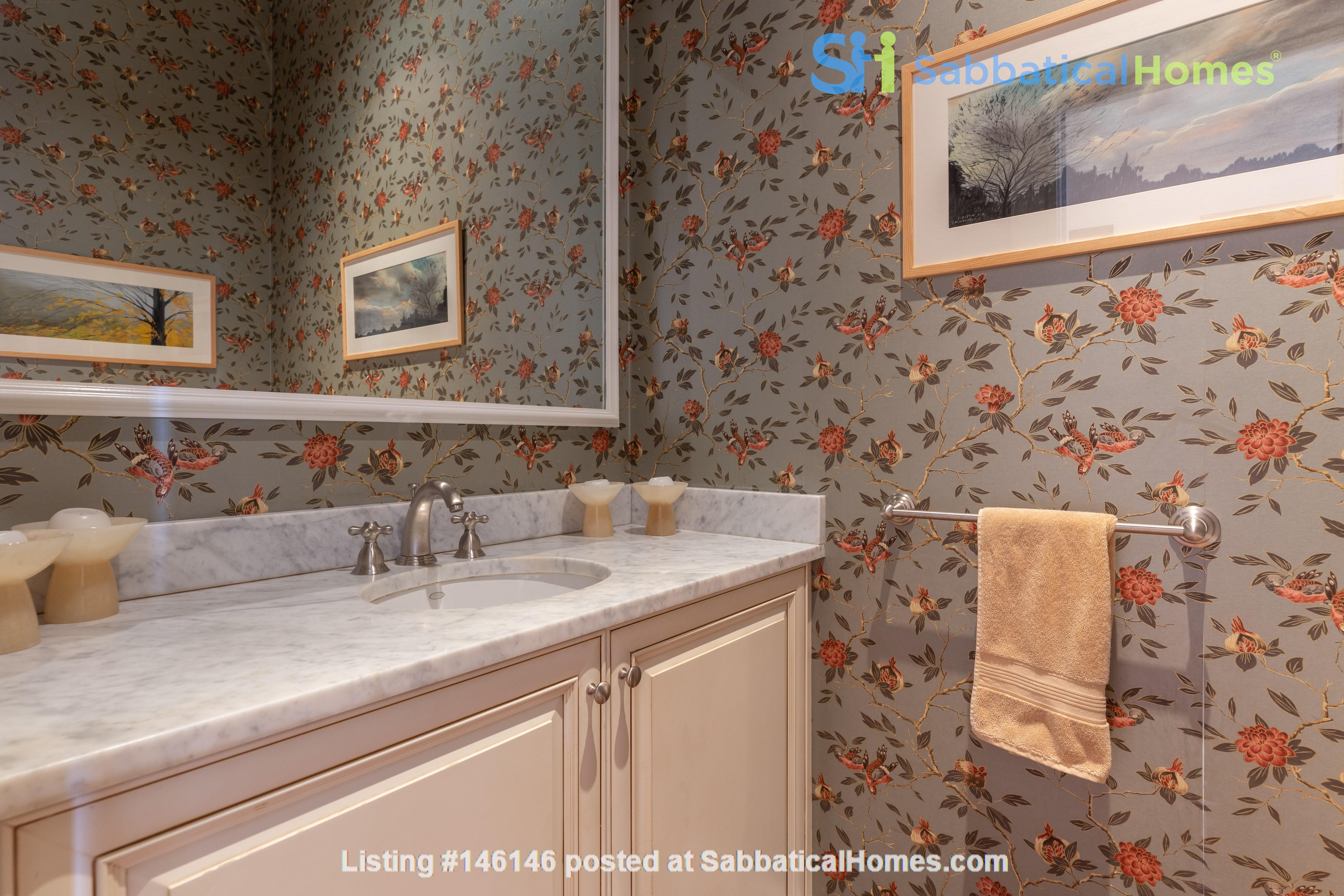Beautiful, spacious 2-bedroom Back Bay apartment Home Rental in Boston 4