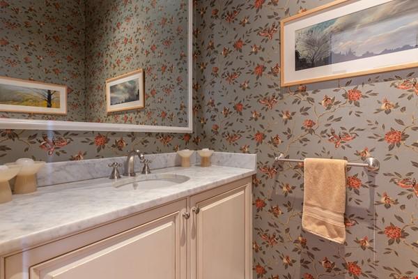 Beautiful, spacious 2-bedroom Back Bay apartment Home Rental in Boston 4 - thumbnail